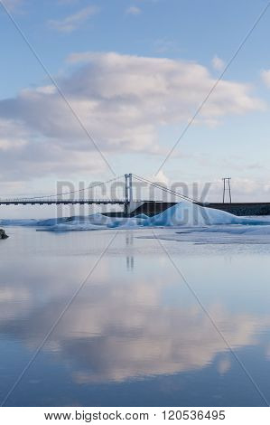 Suspension bridge over Jakulsarlon lagoon