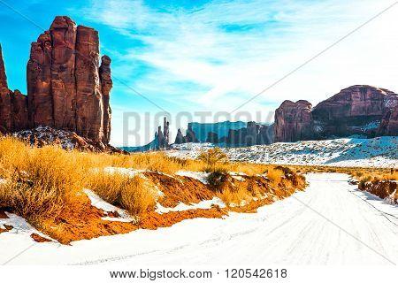 USA, border between Utah and Arizona, Navajo Indian Reserve, snow and pinnacle of the Monument Valley.