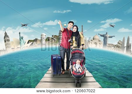Parents With Baby Travelling To The World Monuments