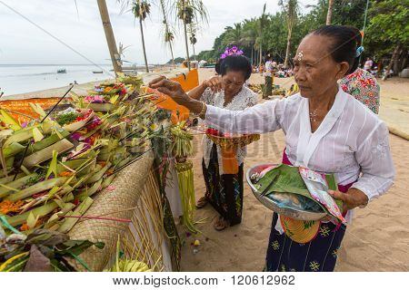 SANUR, BALI - MAR 18, 2016: Unidentified local people during ceremony Melasti Ritual. Melasti is a Hindu Balinese purification ceremony and one of the most important rituals of Bali island.