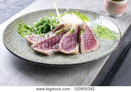 Tuna Tataki with Wakame and Rice