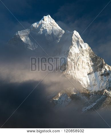 Mount Ama Dablam - Way To Everest Base Camp