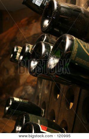 Polvorientas botellas de vino