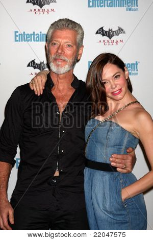 LOS ANGELES - JUL 23:  Stephen Lang, Rose McGowan arriving at the EW Comic-con Party 2011 at EW Comic-con Party 2011 on July 23, 2011 in Los Angeles, CA