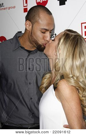 PASADENA - JAN 5: Kendra Wilkinson and husband Hank Baskett at the Comcast Entertainment Group TCA Cocktail Reception held at the Langham Hotel, Pasadena, California on January 5, 2011