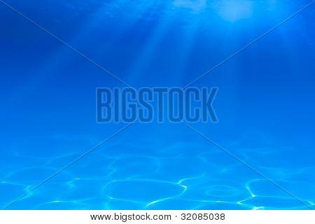 Unterwasser blauem Hintergrund