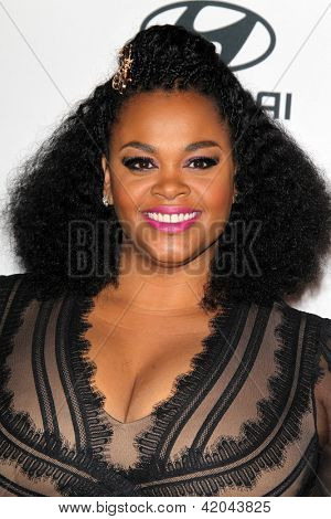 LOS ANGELES - FEB 9:  Jill Scott arrives at the Clive Davis 2013 Pre-GRAMMY Gala at the Beverly Hilton Hotel on February 9, 2013 in Beverly Hills, CA