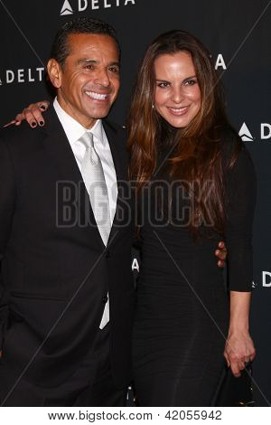 LOS ANGELES - FEB 7:  Antonio Villaraigosa, Kate del Castillo arrives at the Celebration of LA's Music Industry reception at the Getty House on February 7, 2013 in Los Angeles, CA