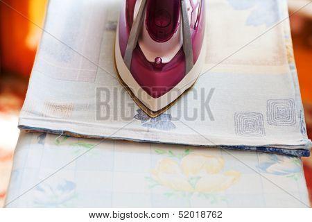 Iron Ironing Bedclothes