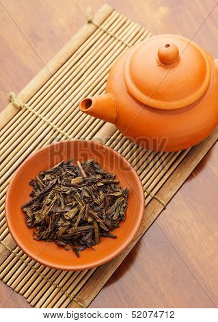 Teapot and dried tea leave