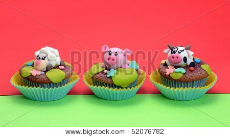 Animals cupcake design party.