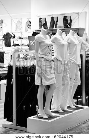 Clothing store display with mannequins in black and white