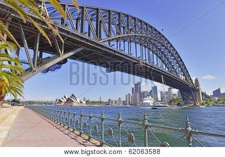 Sydney Harbour Bridge with City Skyline, Sydney, Australia