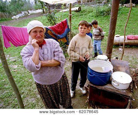 PAGARUSHA, KOSOVO, YUGOSLAVIA, 10 OCTOBER 1998 - unidentified Refugee families share a makeshift kitchen in a farm field in south-central Kosovo. Serbian forces continue to attack Kosovo, despite NATO air-strikes