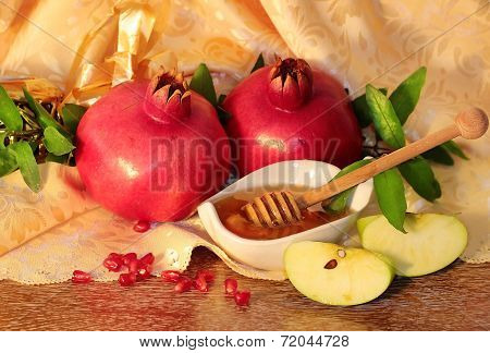 Rosh Hashanah Symbols - Honey, Apples And Pomegranate