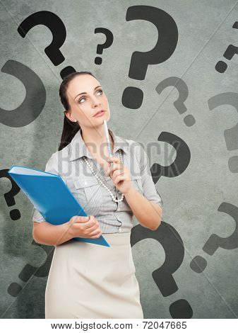 A business woman with a blue folder and a pencil questionmark