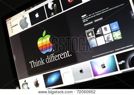 Belgrade - Januar 29, 2014: Google Image Search For Apple Logo Photos On Pc Screen