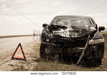 accident car and warning triangle beside road
