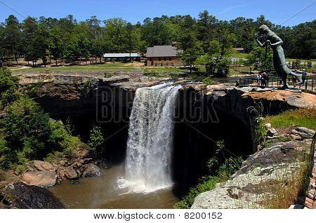 Alabama's Famous Noccalula Falls