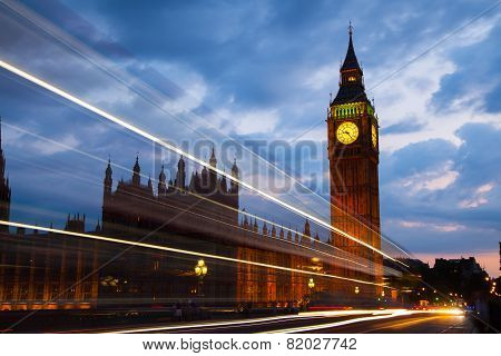 Big Ben and houses of parliament in the night