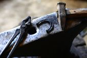 pic of anvil  - Color shot with a hammer a horse shoe and an anvil - JPG