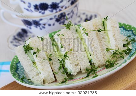 Cream cheese and cucumber sandwiches