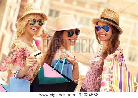 A picture of a group of friends window shopping in the city