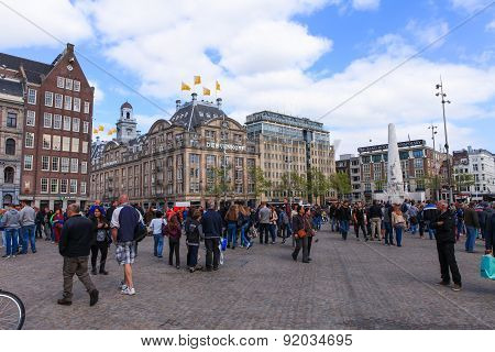 Locals and tourist at Amsterdam's Dam square