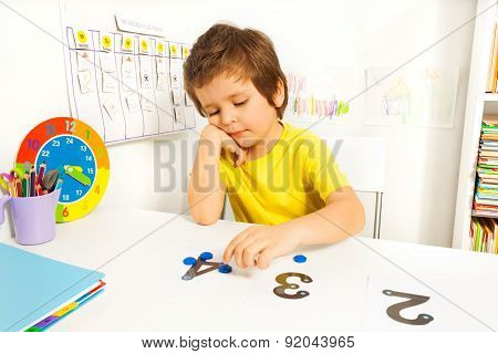 Boy puts learn to count with numbers and values