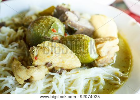 Kanom Jeen Green Curry With Chicken (white Noodles With Green Curry With Chicken).