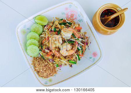 Shrimps Pad Thai (Thailand 's national dishes)