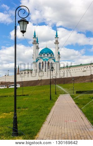 Photo with view on wall of the Kazan kremlin and Kul Sharif (Qolsherif Kol Sharif Qol Sharif) Mosque.
