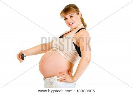 Lächelnd schwangere Frau fotografieren ihren Bauch, isolated on white