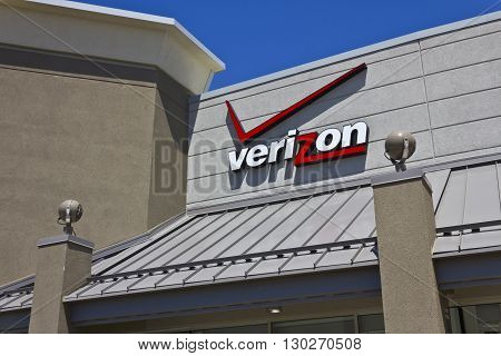 Indianapolis - Circa May 2016: Verizon Wireless Retail Location. Verizon is One of the Largest Communication Technology Companies III