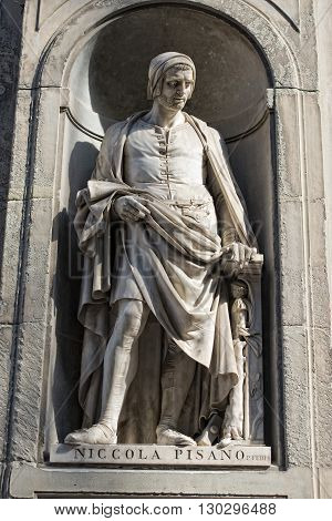 Florence Uffizi Statue Nicola Pisano