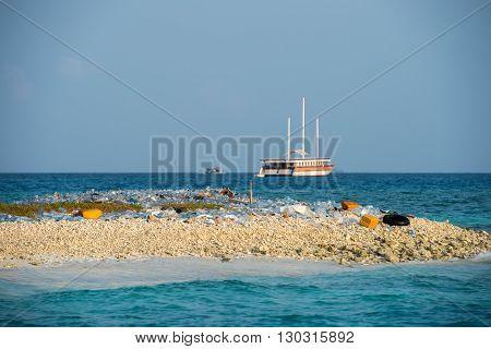 Maldives Rubbish Island Garbage Plastic
