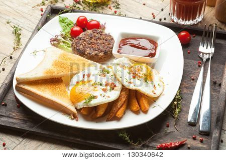 Minced Beef On The Grill With  Fried Eggs, Crisp And Toast.