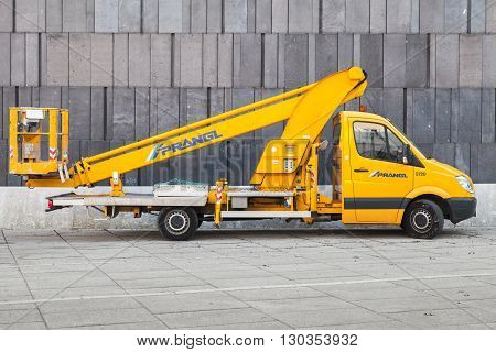 Yellow Service Mercedes-benz Sprinter Crane