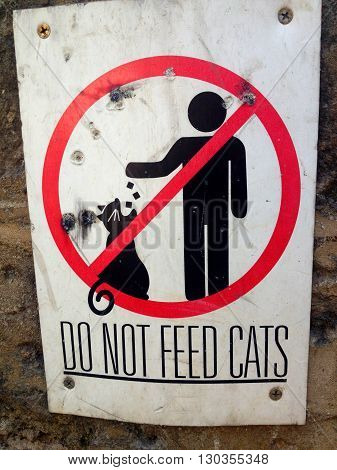 Do not feed Cats: Street Sign, Beirut, Lebanon