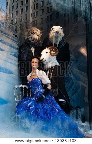 New York, Usa - December 11, 2011 - Beautiful Shop Display For Xmas