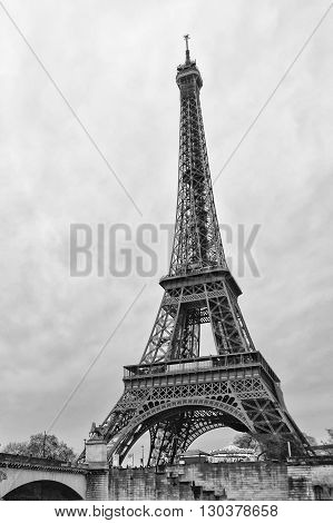 Tour Eiffel Vertical In Black And White