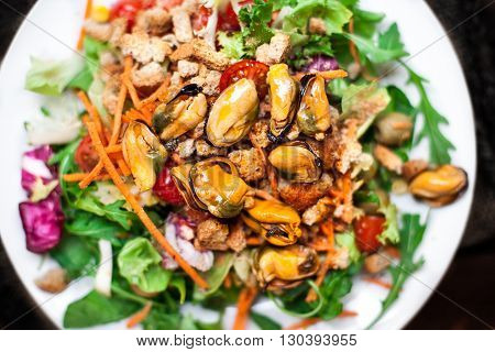 Salad with mussels and arugula / Seafood salad /Healthy Salad with arugula tomatoes and Croutons.