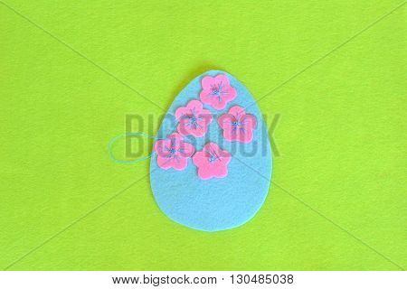 Felt Easter egg with flowers. Sew the flowers to the felt egg