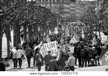 Place Broglie With Protestors