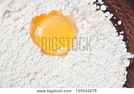 Wheat flour and egg yolk in a clay plate