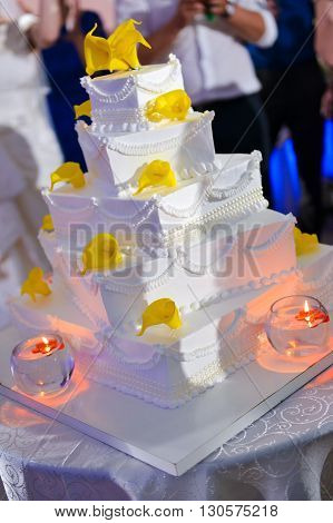 White wedding cake with calla flower with side light