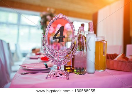 Guests Wedding Table With Sign Of Number 4 Mirror Plate