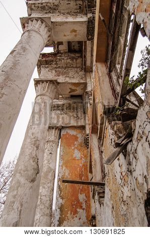 Colonne in abandoned ruined old palase. Russia