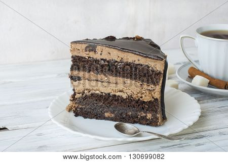 Big Chocolate Cake With Chocolate Frosting