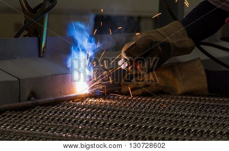 Arc welding and welding fumes in work palce